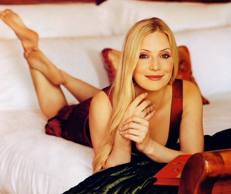 images of woman in bed download