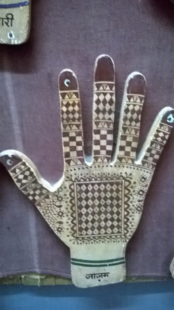 trendy mehandi design