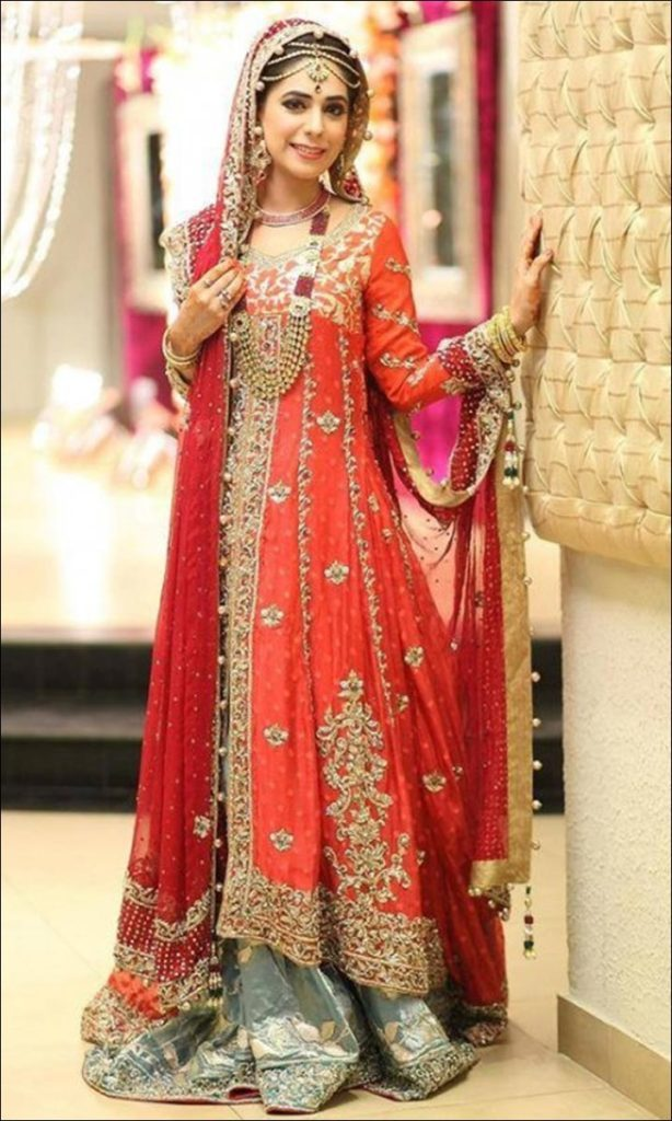 Cutting-Contrasts-Pakistani-Bridal-Lehengas