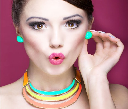 neon-jewellery for stylish casual look